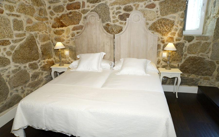 Habitaciones del pazo sineiro o grove for Sillones que se hacen cama